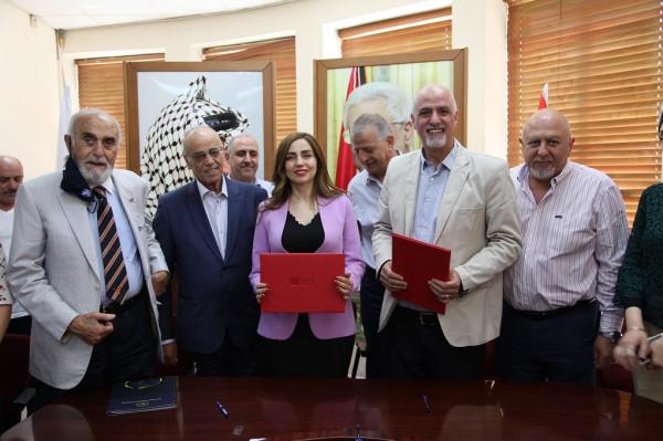 """""""التعاون"""" ومؤسسة """"الشيخ عمرو عرفات"""" يوقّعان اتفاقية منحة لإنشاء حديقة بنابلس"""