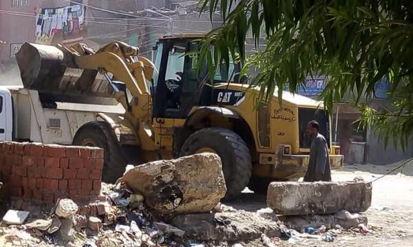تجريد الطريق العام ورفع القمامة والأتربة وفض الأسواق بالجيزة