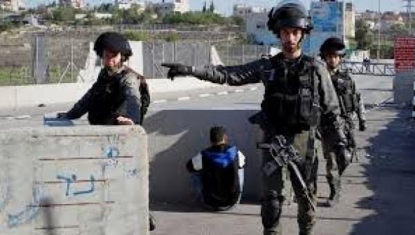 الاحتلال يعتقل مواطناً من جنين على حاجز عسكري