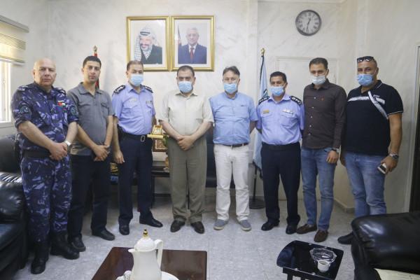 رئيس بلدية قلقيلية يهنئ مدير مديرية الشرطة الجديد