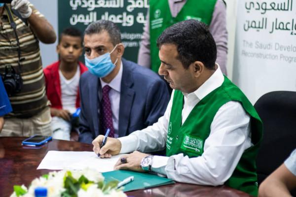 البرنامج السعودي يوقع اتفاقيات جديدة لرصف وتأهيل وإنارة شوارع العاصمة عدن