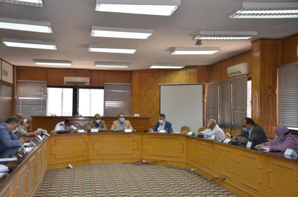 نائب محافظ الاسماعيلية يترأس أول اجتماع للجنة العليا لمراجعة موقف أعمال البناء