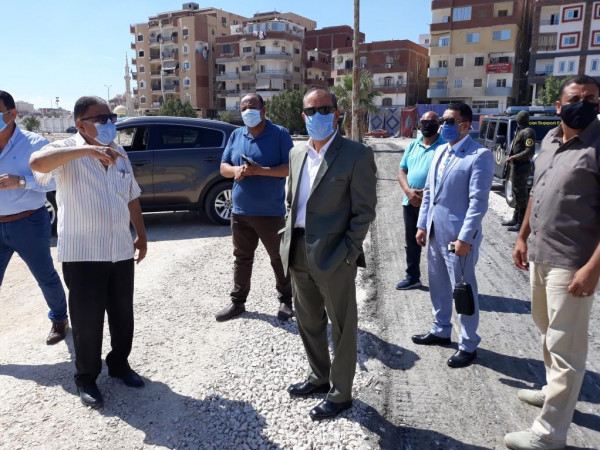 محافظ الاسماعيلية يواصل متابعة أعمال تطوير أرض حديقة الفروسية بالشيخ زايد