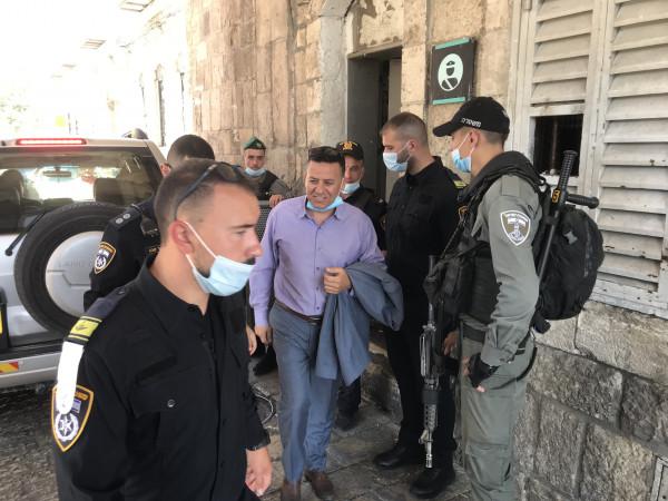 شرطة الاحتلال تسلم رئيس هيئة المرابطين قراراً بالابعاد عن المسجد الاقصى