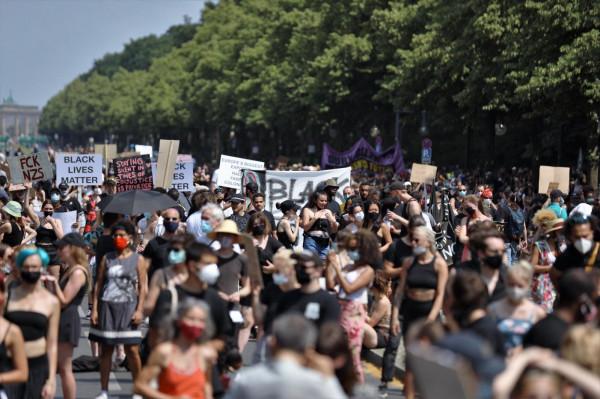 تزايد التظاهرات بجميع أنحاء المانيا وخاصة بالعاصمة برلين للمطالبة بحماية الفلسطينيين