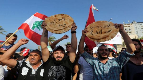 الحكومة اللبنانية ترفع سعر الخبز المدعوم وسط انهيار الليرة
