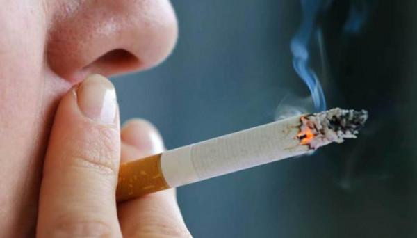 دولة عربية تمنع التدخين بكافة أشكاله داخل الأماكن المُغلقة