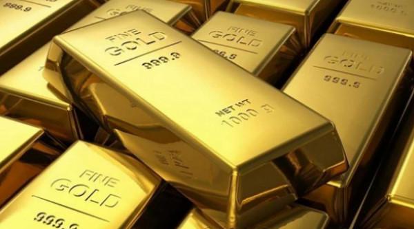 الذهب ينزل من ذروة ثمانية أعوام