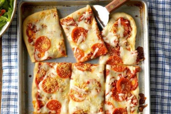 سرّ تحضير بيتزا شهيّة بمذاق إيطالي كلاسيكي