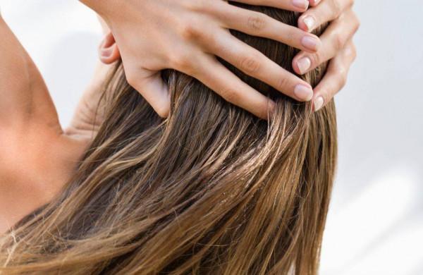 نصائح ذهبية لحماية شعرك من الكلور والملح هذا الصيف