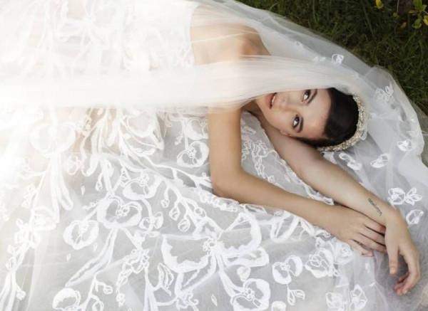 عروس جورج حبيقة مميزة بتفاصيل إطلالتها.. محاكاة البساطة والأناقة