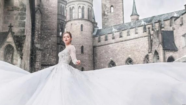 تألقى كأميرة من قصة خيالية.. ديزني تطلق مجموعة فساتين زفاف مميزة