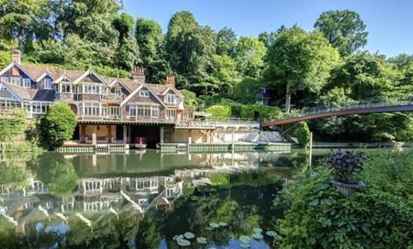 منزل فاخر على ضفاف نهر بـ4.5 مليون جنيه إسترليني.. شاهده من الداخل