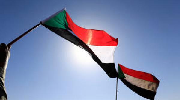 وزير المالية السوداني للثوار: سمعناكم بوضوح ولن نخذلكم