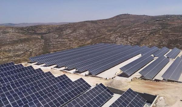 افتتاح مشروع للطاقة الشمسية في جبل العرمة المُهدد بالمصادرة