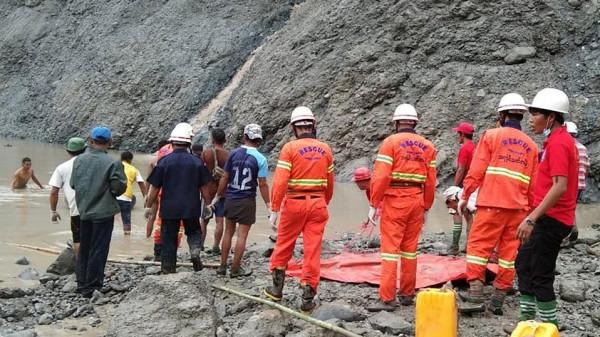 """ارتفاع عدد قتلى انهيار أرضي بمنجم لحجر """"اليشم"""" في ميانمار إلى 160"""