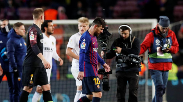 مفاجأة صادمة لمشجعي برشلونة.. ميسي أوقف مفاوضات تجديد عقده ويستعد للرحيل