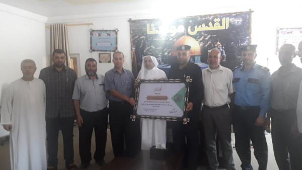 حماس بدير البلح تنظم زيارات تهنئة لرئيس البلدية ولضباط شرطة بمناصبهم الجديدة