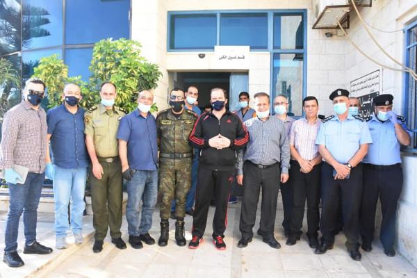 محافظ سلفيت يسلم أجهزة طبية لمستشفى الشهيد ياسر عرفات الحكومي