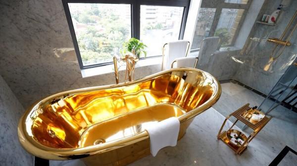شاهد أول فندق مطلي بالذهب في العالم من الداخل