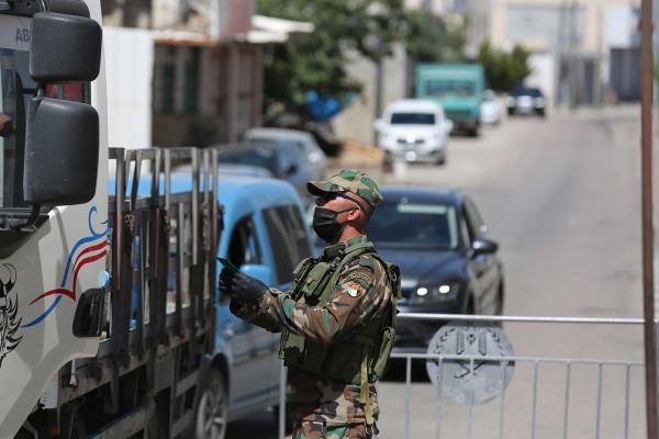 الشرطة والأجهزة الأمنية تغلق 30 محلاً تجارياً في الخليل