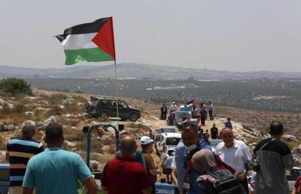 """صور: مسيرة يشارك بها عشرات المواطنين ضد اعتداءات المستوطنين بأراضي """"خلة حسان"""""""