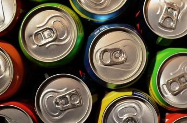 ماذا يحدث لجسدك عند الإفراط في تناول مشروبات الطاقة؟