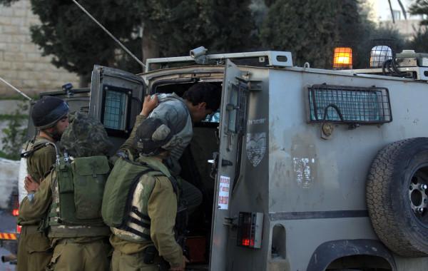 الاحتلال يعتقل سبعة شبان من طولكرم