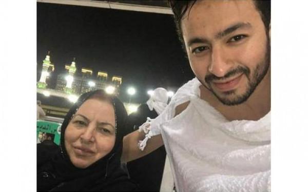 بعد أيام من نشر صورته مع والدته.. الموت يفجع حمادة هلال