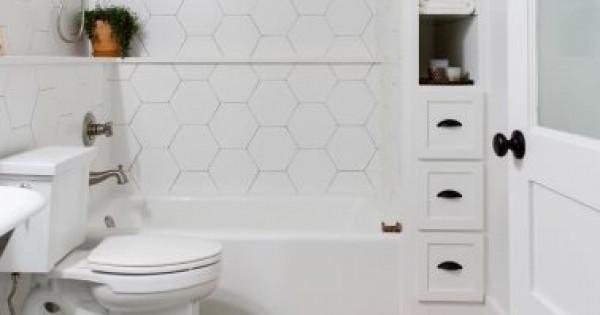 خمسة أشياء يجب أن تبعديها من حمامك فورًا للتخلص من الفوضى