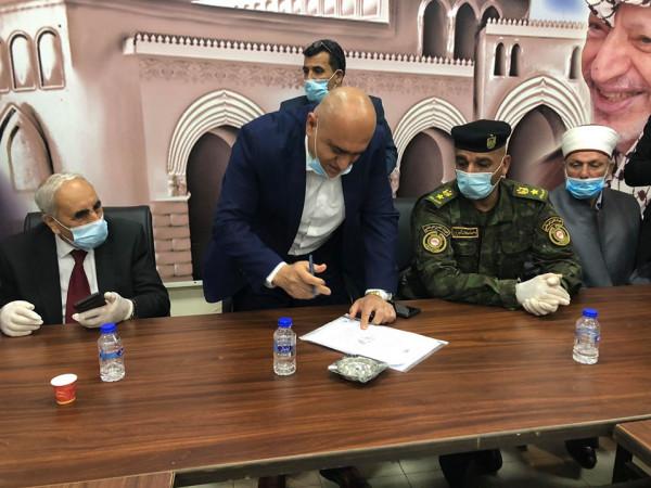 شاهد: محافظ جنين يرعى توقيع وثيقة شرف بشأن التقيد بالبروتوكولات الصحية لمكافحة (كورونا)