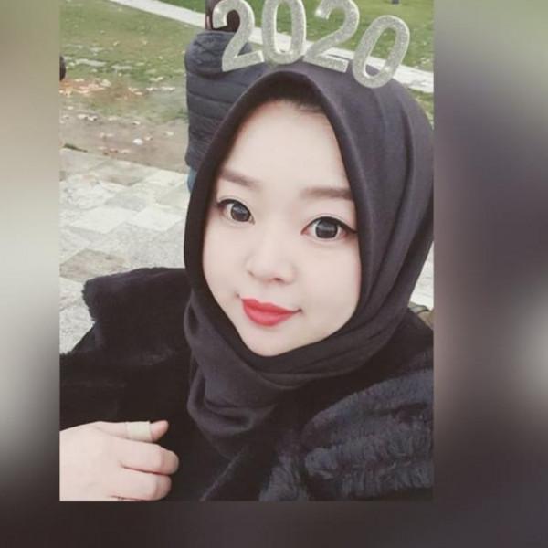 """""""أحاديث النبي هي السبب """"..""""ايبري"""" مدونة كورية تروى قصة اعتناقها الاسلام وارتداء الحجاب"""