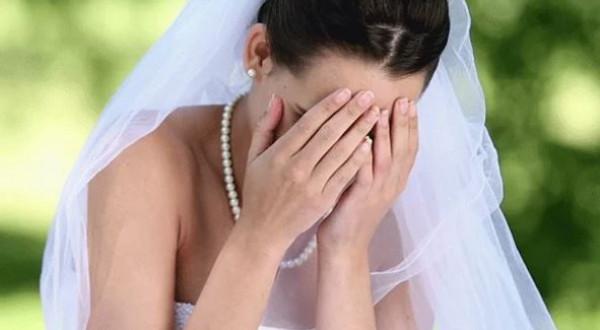 عروس تقع في موقف محرج بسبب فستان صديقتها