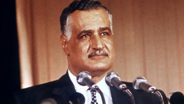 لماذا عارض عبد الناصر زواج الأديب أنيس منصور التقليدي؟