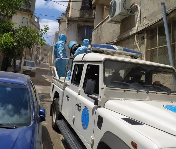 الشرطة تُنظم حملة تعقيم بمخيم الجلزون في رام الله