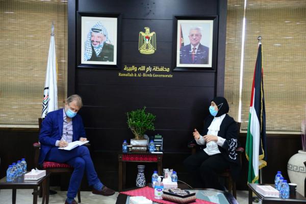 غنام تستقبل مدير منظمة الصحة العالمية بفلسطين وتبحث دور المحافظة بمواجهة (كورونا)