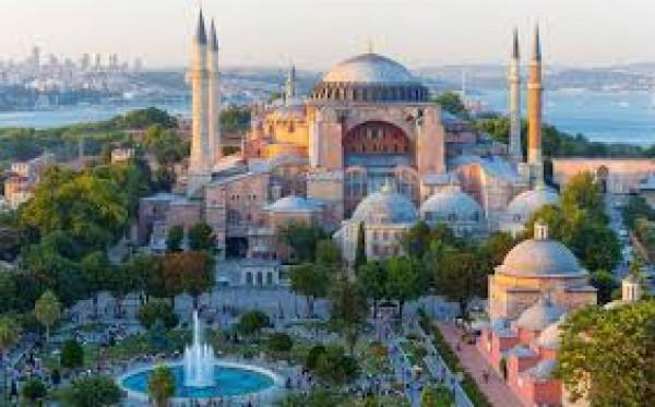 اليونان: تحويل (آيا صوفيا) لمسجد استفزاز بحق العالم المتحضر ويدفع تركيا للوراء