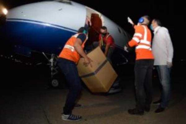 """صحيفة أميركية: تحقيق بشأن علاقة حفتر بفنزويلا و""""طائرة الذهب"""""""