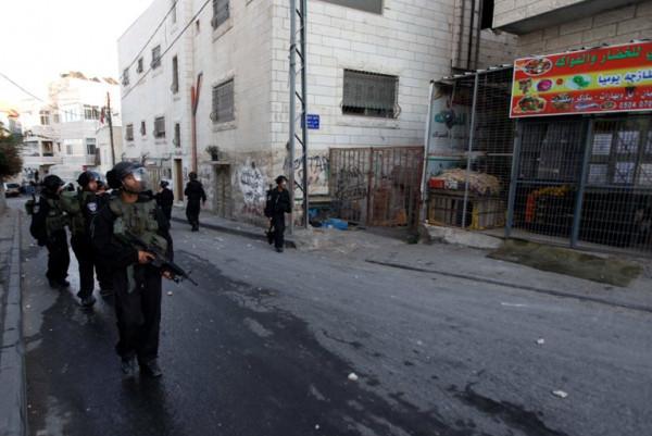 ثماني إصابات خلال اعتداء الاحتلال على مواطنين في بلدة العيسوية