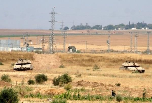 قوات الاحتلال تعتقل ثلاثة مواطنين بزعم عبور السياج الفاصل مع القطاع