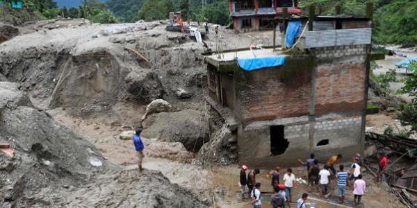 سيول وانهيارات أرضية تودي بحياة 23 شخصاً في نيبال