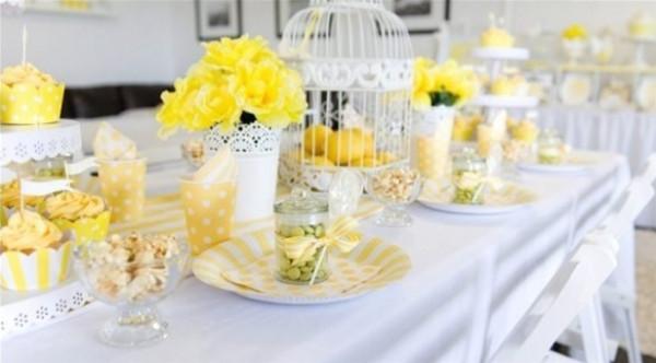 فكرة ديكور لطاولة طعام صيفية جذابة