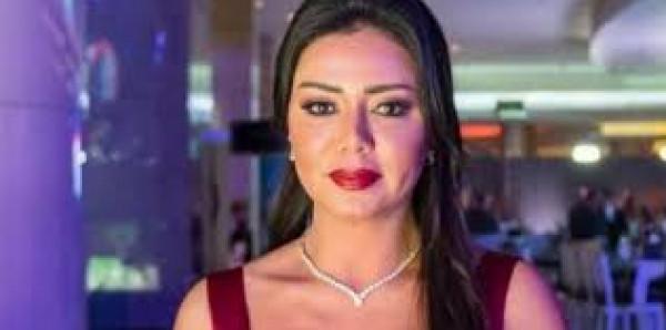 فنانة مصرية تعلن تلقيها رسالة مفاجئة من أحد المتحرشين بها