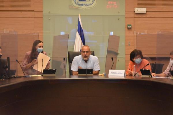 النائب السعدي يدير جلسة لجنة العمل البرلمانية حول حوادث العمل بورشات البناء