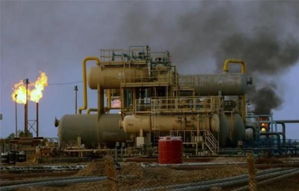 الحوثيون يعلنون استهداف منشأة نفطية جنوب السعودية