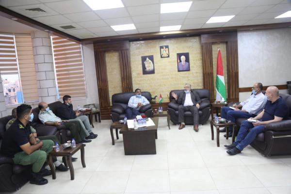 المحافظ أبو بكر يشيد بجهود الخدمات الطبية العسكرية بطولكرم