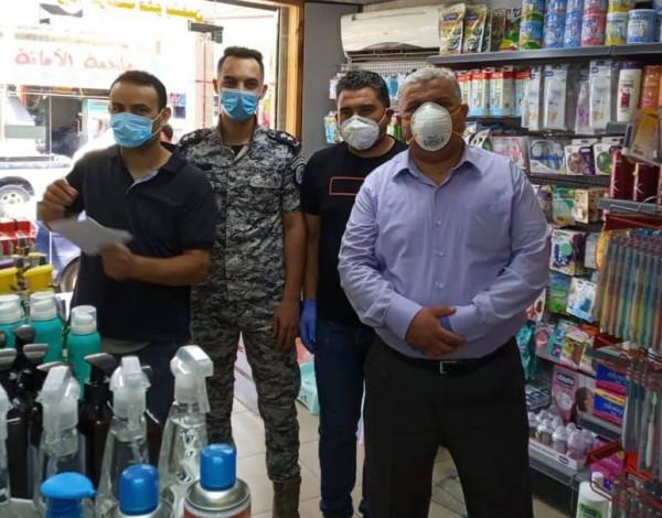 لجان السلامة العامة بمحافظة الخليل تغلق خمس منشآت غير ملتزمة بإجراءات السلامة