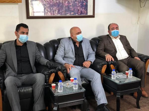 الرجوب يزور بلدية يعبد للاطمئنان على سلامة المواطنين بعد تسجيل إصابات بفيروس (كورونا)