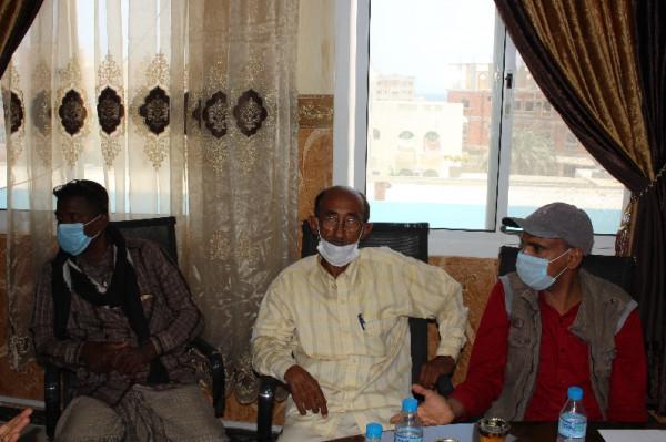 اللجنة النقابية للمهن الصحية والطبية بحضرموت تجتمع مع مكتبي الصحة والخدمة المدنية
