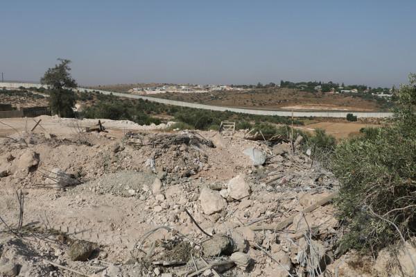 قوات الاحتلال تهدم منزلاً قيد الانشاء في بيت عوا